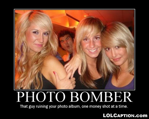 funny-demotivational-poster-lolcaption--photobombermoneyshot