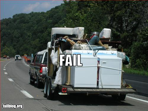 Funny Pictures - Trailer moving People packing FAIL
