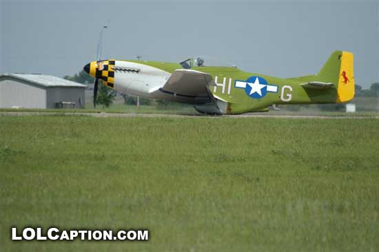 P51gear-up-landing-second-of-impact-lolcaption