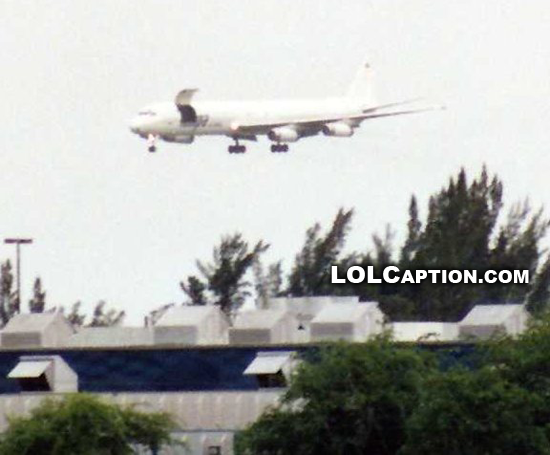 funny-fail-pics-lolcaption-airline-with-cargo-door-open-landing