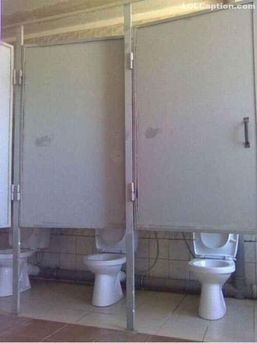 lolcaption-funny-pictures-with-captions-toilet-door-fail