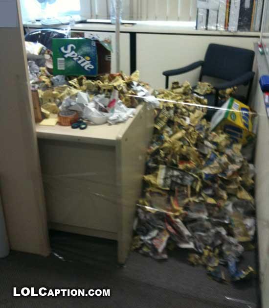 lolcaption-funny-office-pranks-jokes-desk-paper